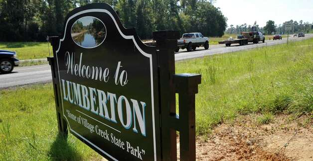 Cars can be seen entering the city limits of Lumberton Thursday October 11, 2012 on highway 96 from the direction of Silsbee. Lumberton is growing, with a new emergency facility, new subdivisions, new businesses, new utility district buildings,    Dave Ryan/The Enterprise Photo: Dave Ryan