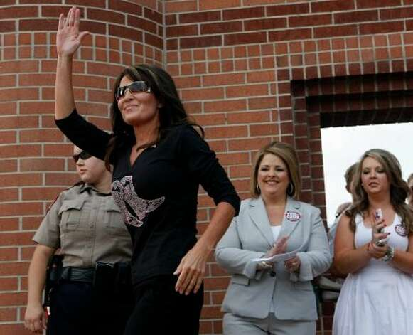 Sarah Palin is among the more than two dozen celebrities and public officials targetted by an as-yet unidentified group of hackers. (Johnny Hanson / Houston Chronicle)