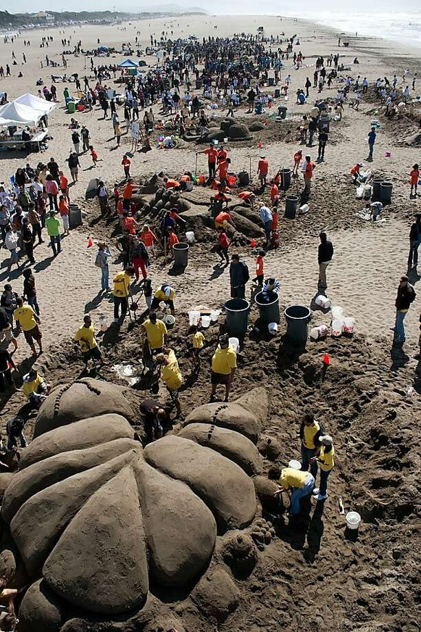 Teams work on sand structures on Ocean Beach during the 2009 Leap Sandcastle Contest. Photo: Leap Sandcastle Archives