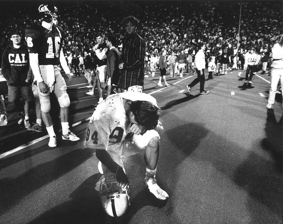 Stanford Placekicker John Hopkins (94) kneels and reflects on his game-winning field goal that beat Cal 27-25 in the November 17, 1990 Big Game. Photo: Scott Sommerdorf, The Chronicle