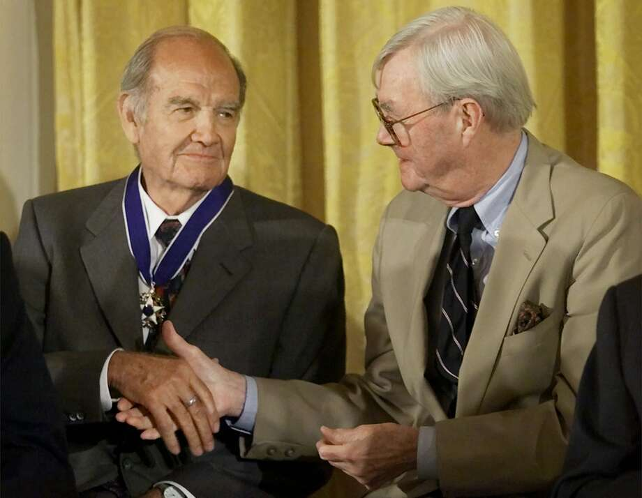 George McGovern, left, receives a handshake from fellow Presidential Medal of Freedom recipient Sen. Daniel Patrick Moynihan (D-NY), during ceremonies in the East Room of the White House on Aug. 9, 2000. Photo: PABLO MARTINEZ MONSIVAIS / AP