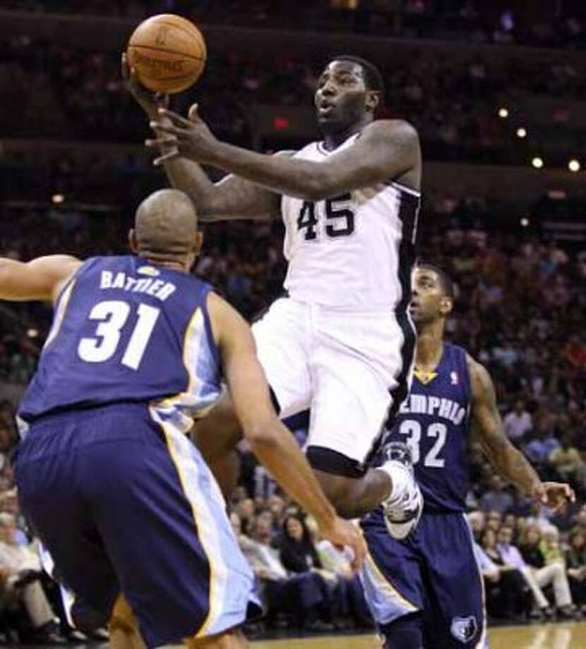 FOR SPORTS - Spurs' DeJuan Blair looks to pass between  Grizzlies' Shane Battier and Grizzlies' O.J. Mayo during first half action Sunday Feb 27, 2011 at the AT&T Center.  (PHOTO BY EDWARD A. ORNELAS/eaornelas@express-news.net) (EDWARD A. ORNELAS / SAN ANTONIO EXPRESS-NEWS)