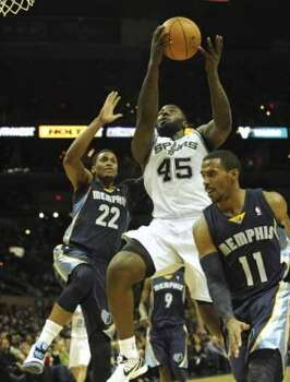 DeJuan Blair of the San Antonio Spurs (45) drives to the basket between Rudy Gay (22) and Mike Conley (11) of the Memphis Grizzlies during NBA action at the AT&T Center on Monday, Dec. 26, 2011. BILLY CALZADA / gcalzada@express-news.netMemphis Grizzlies at San Antonio Spurs (SAN ANTONIO EXPRESS-NEWS)