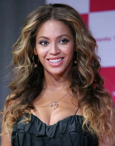 Beyonce smiles during a special reception by Japanese bag maker Samantha Thavasa in Tokyo, Japan, Friday, Oct. 16, 2009. (AP Photo/Koji Sasahara) Photo: Koji Sasahara, STF / AP