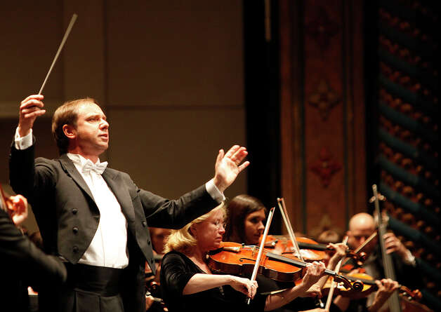 Sebastian Lang-Lessing directs the San Antonio Symphony during his inaugural concert as the symphony's new director, in San Antonio, Texas on Saturday, October 2, 2010. Photo: ALICIA WAGNER CALZADA, SPECIAL TO THE EXPRESS-NEWS / Alicia Wagner Calzada