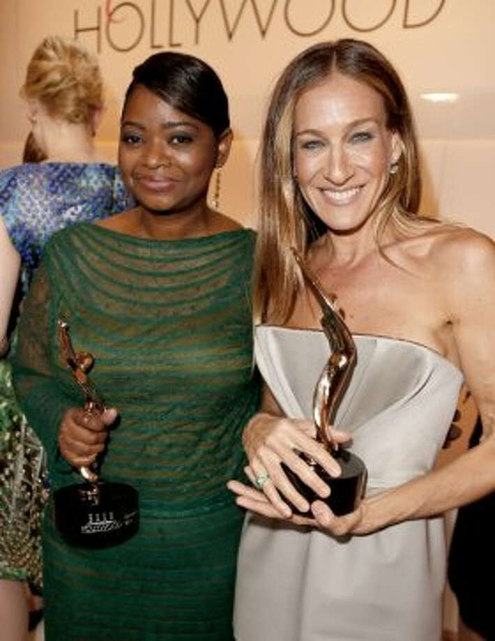 Honorees Octavia Spencer (L) and Sarah Jessica Parker attend ELLE's 19th Annual Women In Hollywood Celebration at the Four Seasons Hotel on October 15, 2012 in Beverly Hills, California.   (Getty Images for ELLE)