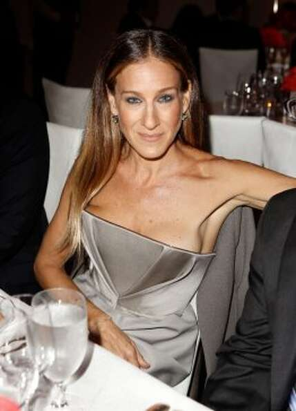 Sarah Jessica Parker hosted a $40,000-a-plate fundraiser for Obama at her Manhattan home.  (F