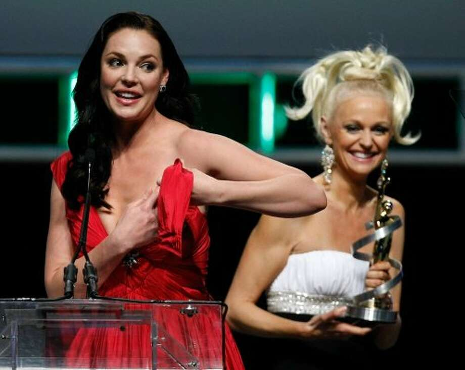 Actress Katherine Heigl's dress broke while accepting an award.  (Ethan Miller / Getty Images)