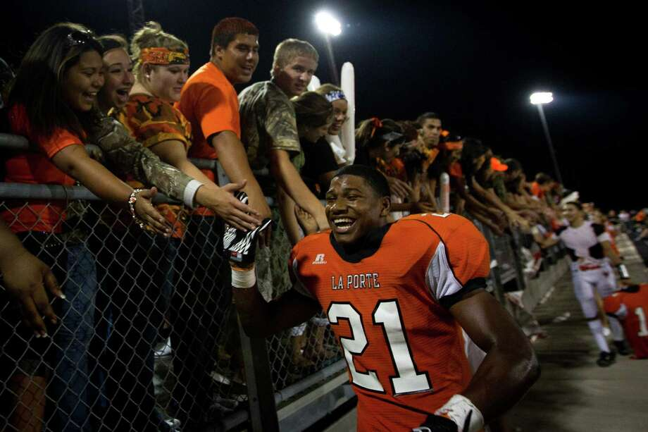 Keith Whitely was the hero last year after scoring on a 5-yard run in overtime to give La Porte a 34-31 victory over rival Deer Park. Photo: Smiley N. Pool / © 2011  Houston Chronicle