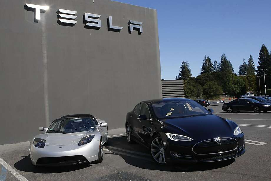 Tesla's Roadster (left) and Tesla's new Model S (right) at the Tesla dealership in Menlo Park, Calif. Photo: Liz Hafalia, The Chronicle