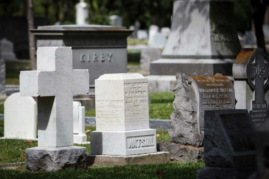 Glenwood Cemetery is the final resting place of the not-so-famous, too. Photo: Michael Paulsen / © 2012 Houston Chronicle
