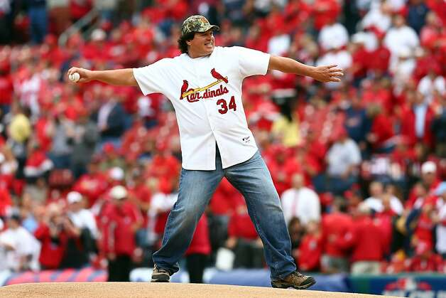 Game 3 first-pitch artist Danny Cox conjures bad NLCS memories for fans of the 1987 Giants. Photo: Elsa, Getty Images
