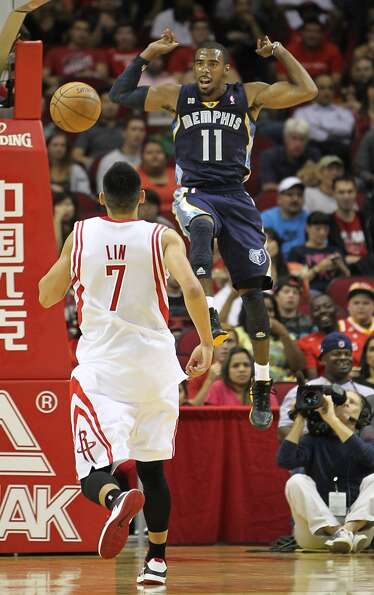 Memphis' Mike Conley (11) dunks the ball over Jeremy Lin (7) during the second half of an NBA presea