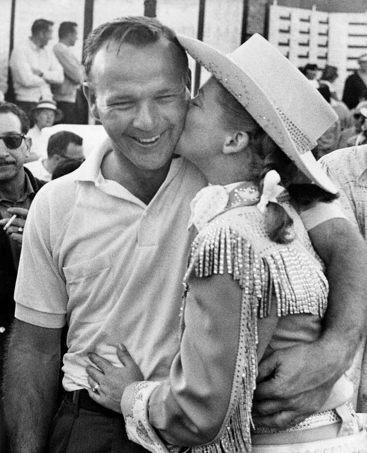 "Gail Davis: Actress was the title character in the 1950s Western TV series ""Annie Oakley."" Seen here kissing Arnold Palmer in 1960. Photo: Ed Widdis, Associated Press / AP1960"