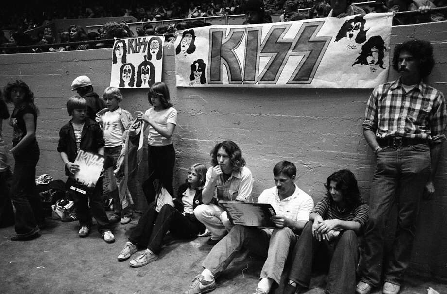 Daly Rock City, 1977. Thousands of Bay Area youth paid $6.50 to see what they insisted was the greatest rock act of their generation. I'm guessing the kids on the left are getting the guts to try bumming cigarettes from the guys on the right. (Stephanie Maze / The Chronicle)
