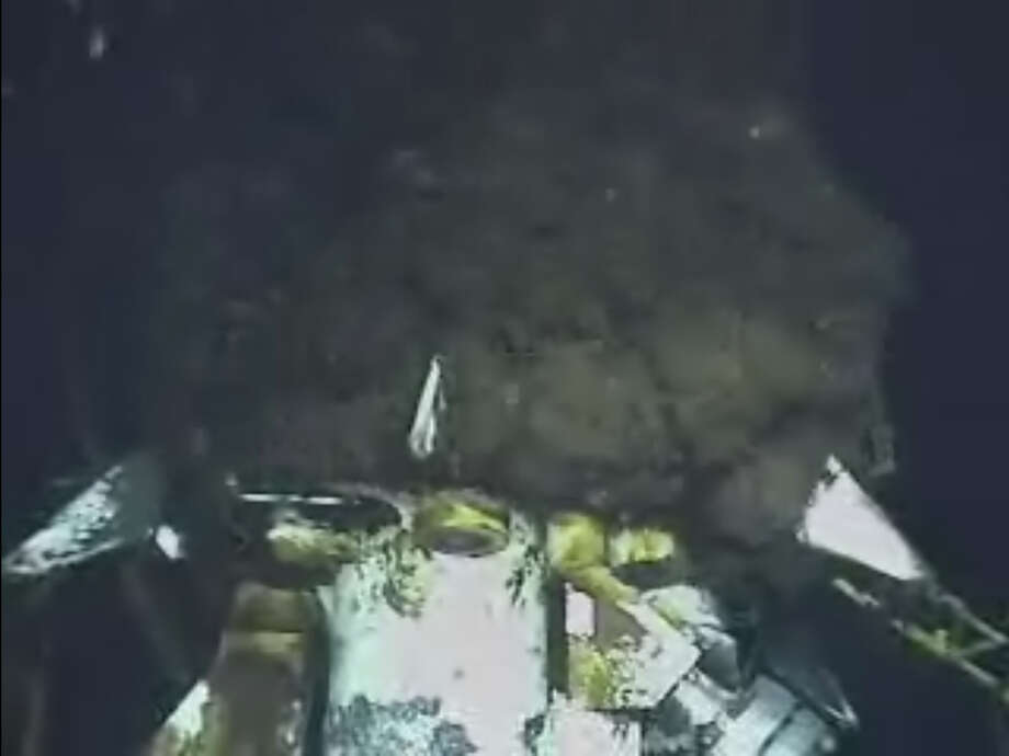 This image from video provided by BP PLC early Sunday morning, June 20, 2010 shows oil continuing to gush millions of gallons a day, from the broken wellhead, at the site of the Deepwater Horizon oil well in the Gulf of Mexico.   (AP Photo/BP PLC) NO SALES Photo: AP / BP PLC