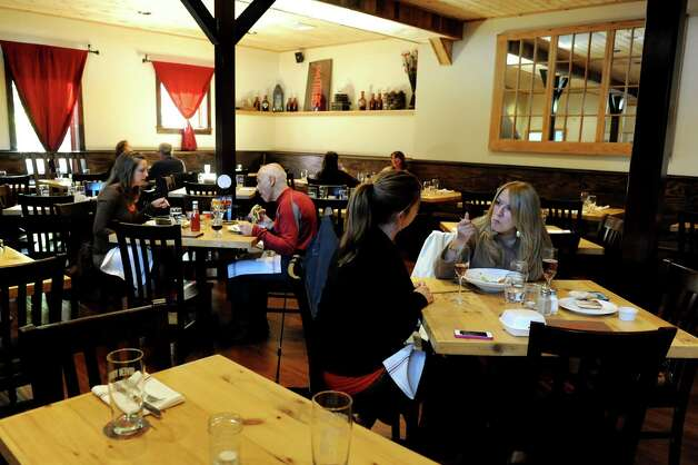 The main dining area at Druthers on Tuesday, Oct. 16, 2012, in Saratoga Springs, N.Y. (Cindy Schultz / Times Union) Photo: Cindy Schultz / 00019666A