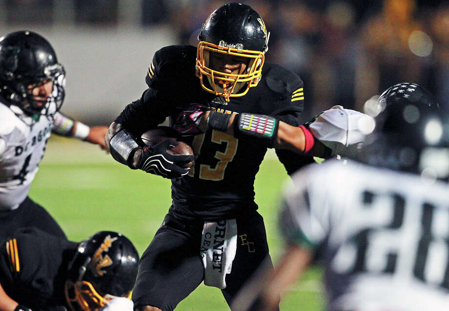 Johnathan Jackson dances in for a touchdown in the first quarter as East Central hosts Southwest at East Central Stadium  on October 18, 2012. Photo: Tom Reel, Express-News / ©2012 San Antono Express-News