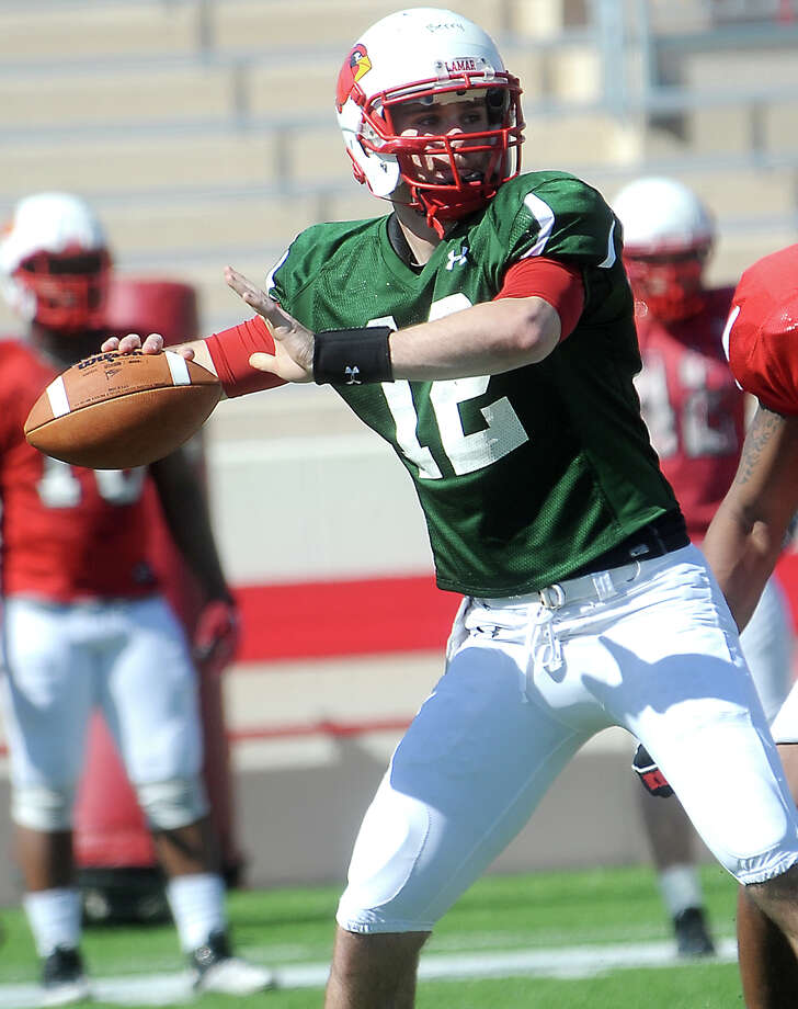 Lamar's Caleb Berry looks to pass during practice at Lamar University in Beaumont, Saturday, March 24, 2012. Tammy McKinley/The Enterprise Photo: TAMMY MCKINLEY