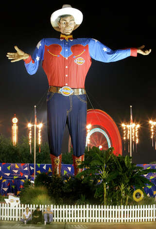 Big Tex welcomes evening visitors to the State Fair of Texas, Tuesday, Oct. 11, 2005, in Dallas. Photo: Matt Slocum, Associated Press / AP