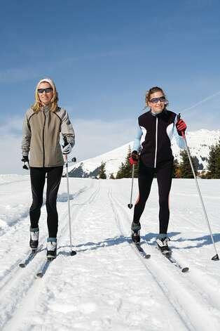 Cross Country Skiing (Fotolia.com) Photo: Www.imagesource.com / Image Source IS2 - Fotolia