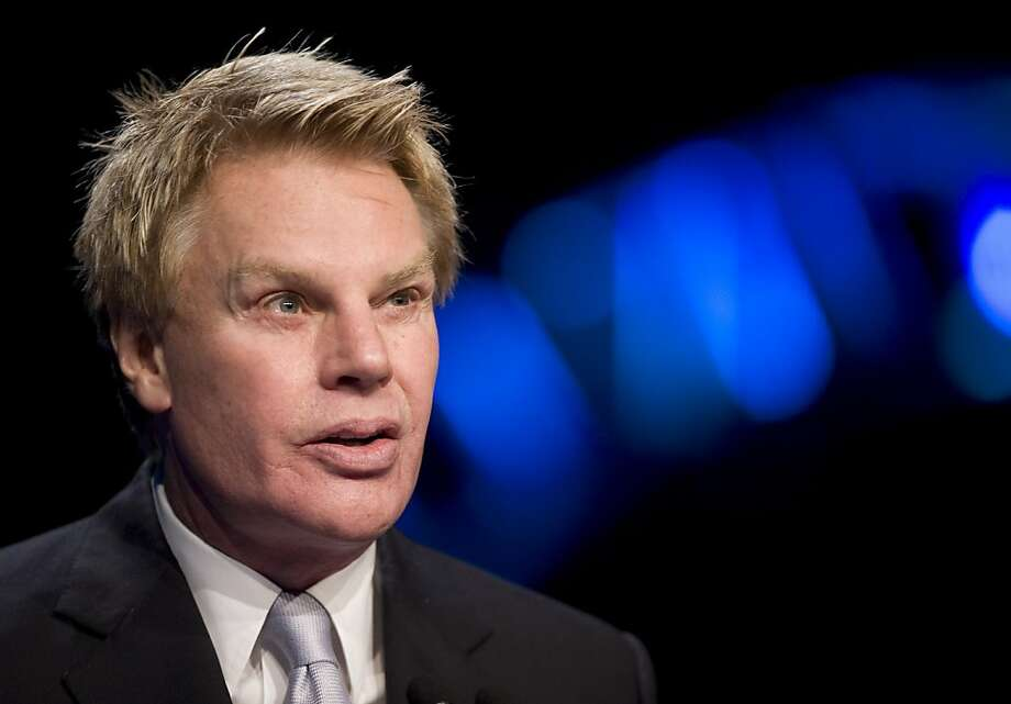 Michael Jeffries, CEO of Abercrombie & Fitch Co., has a more than 40-page instruction manual for serving on the firm's jet. Photo: Mark Lennihan, ASSOCIATED PRESS