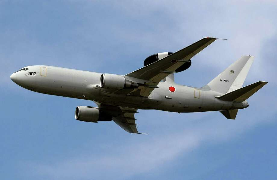 A Japanese E-767 AWACS performs during the Japan Self-Defense Force Air Review 2008 at Hyakuri Air Base on October 19, 2008 in Ibaraki, Japan.  Photo: Koichi Kamoshida, Getty Images / 2008 Getty Images