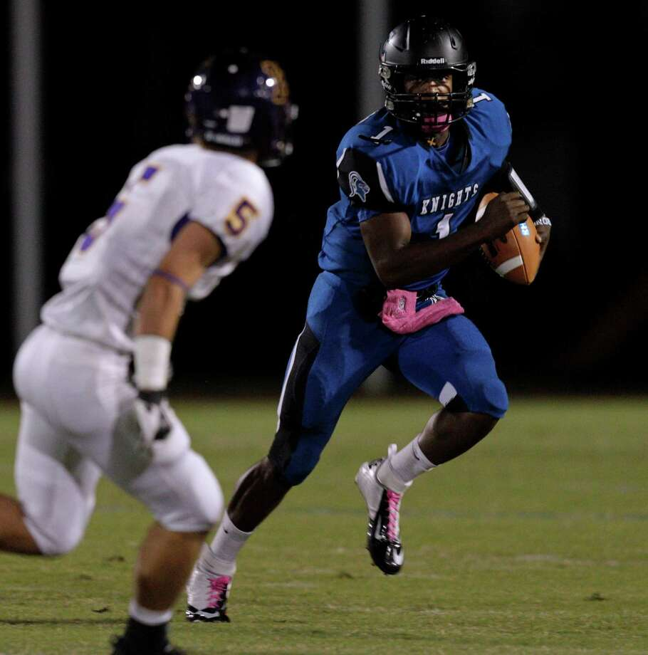 Episcopal quarterback Austin Robinson #1 looks for room to run as he is pursued by Kinkaid's Matt Ellis #5 during a SPC football game between Kinkaid and Episcopal Friday, October 19, 2012. Photo: Bob Levey, Houston Chronicle / ©2012 Bob Levey