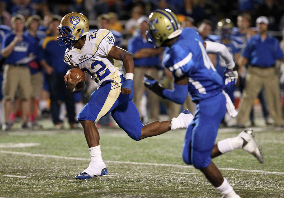 27-4A: Alamo Heights running back Byron Proctor's biggest strength is his catching ability. Photo: Kin Man Hui, Express-News / ©2012 San Antonio Express-News