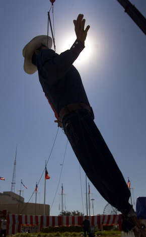 Big Tex is lifted into place Monday, Sept. 23, 2002, at Fair Park in Dallas. Photo: Dawn Dietrich, Associated Press / AP2002