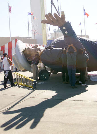 Texas State Fair special events crew moves Big Tex's arm into place Monday, Sept. 23, 2002, in Dallas. Photo: Dawn Dietrich, Associated Press / AP2002