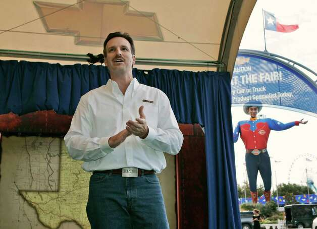 "John Larson, GMC general manager addresses attendees at the auto show media day at the Texas state fair grounds in Dallas, Thursday, Sept. 28, 2006. ""Big Tex,"" a state fair icon, is seen in the right rear. Photo: Tony Gutierrez, Associated Press / AP2006"