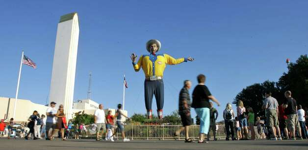 Fair-goers walk past the Big Tex statue during the State Fair of Texas, Tuesday, Sept. 30, 2008, in Dallas. Photo: Matt Slocum, Associated Press / AP2008