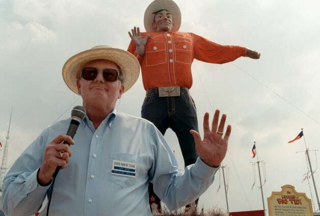 Jim Lowe is shown in Dallas in this Sept. 29, 1989, file photo. Lowe, who for many years was the voice of Big Tex at the Texas State Fair, died May 28, 2000, after a year-long battle with cancer. He was 72. Photo: David Leeson, Dallas Morning News / DALLAS MORNING NEWS