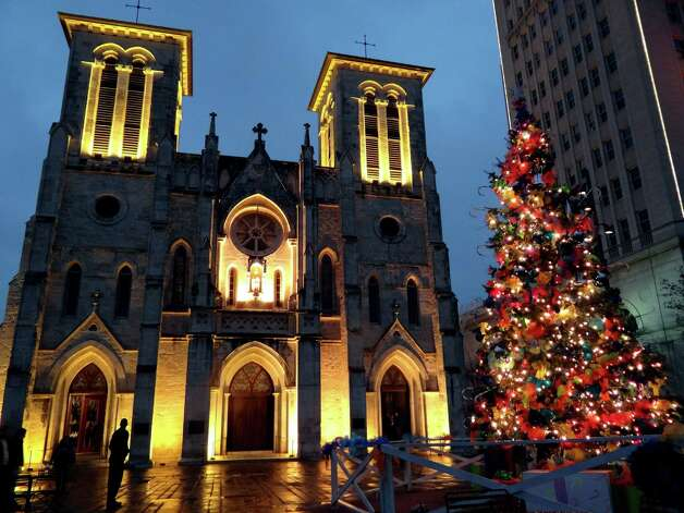 A Christmas tree shines outside of San Fernando Cathedral after the Christmas Eve Mass. Dec. 24, 2011.  Photo: BILLY CALZADA, SAN ANTONIO EXPRESS-NEWS / gcalzada@express-news.net