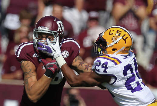 Texas A&M receiver Mike Evans (13) and LSU corner back Tharold Simon mix it up after Evans picked up the first down during the first quarter of a NCAA football game, Saturday, Oct. 20, 2012, in College Station. Photo: Nick De La Torre, Houston Chronicle / © 2012  Houston Chronicle