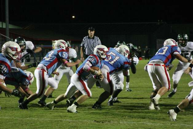 Quarterback Kyle Minton carries the ball, led by a host of Raider linemen as the  Lumberton Raiders were defeated by the Livingston Lions 55-14. Photo: David Lisenby, Freelance
