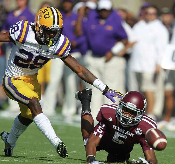 Texas A&M's Kenric McNeal (5) just misses the pass as he was covered by LSU's Jalen Mills (28) durin