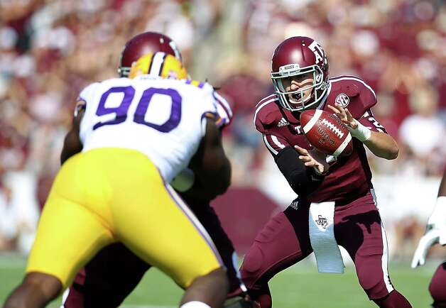 A&M's QB Johnny Manziel (2) gets the ball during the first half of a college football game at Kyle Stadium, Saturday, Oct. 20, 2012, in College Station. Photo: Karen Warren, Houston Chronicle / © 2012  Houston Chronicle