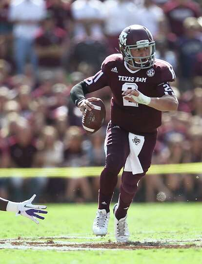 A&M's QB Johnny Manziel (2) scrambles with the ball during the first half of a college football game