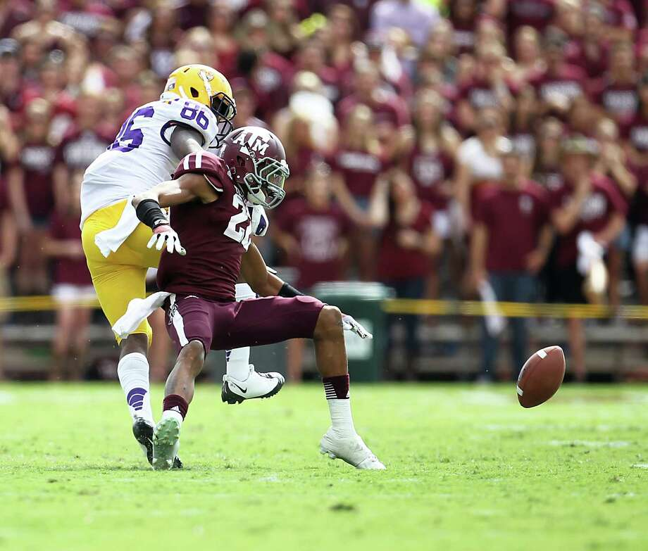 A&M's Dustin Harris (22) just misses the pass as he was defended by LSU's Kadron Boone (86)during the first half of a college football game at Kyle Stadium, Saturday, Oct. 20, 2012, in College Station. Photo: Karen Warren, Houston Chronicle / © 2012  Houston Chronicle