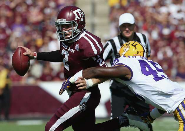 Johnny Manziel (2) of Texas A&M runs the ball against Deion Jones (45) of LSU  at Kyle Field on October 20, 2012 in College Station, Texas. Photo: Ronald Martinez, Getty Images / 2012 Getty Images