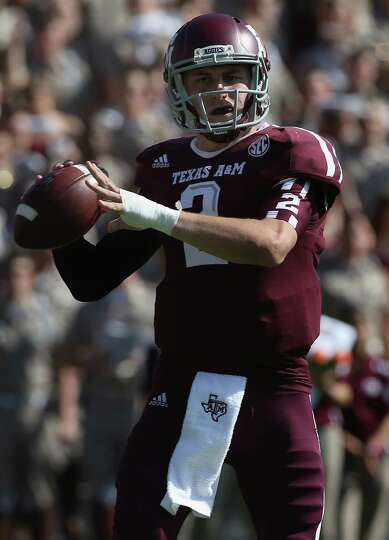 Johnny Manziel of the Texas A&M Aggies throws against the LSU Tigers at Kyle Field on October 20, 20