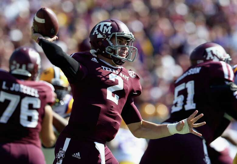 Johnny Manziel (2) of the Texas A&M Aggies throws against the LSU Tigers at Kyle Field on October