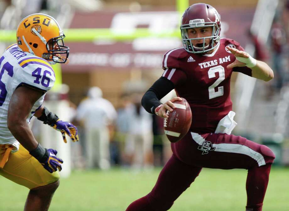 Texas A&M quarterback Johnny Manziel (2) runs from LSU linebacker Kevin Minter (46) during the second half of an NCAA college football game, Saturday, Oct. 20, 2012, in College Station, Texas. LSU won 24-19. (AP Photo/Eric Kayne) Photo: Eric Kayne, Associated Press / FR170049 AP