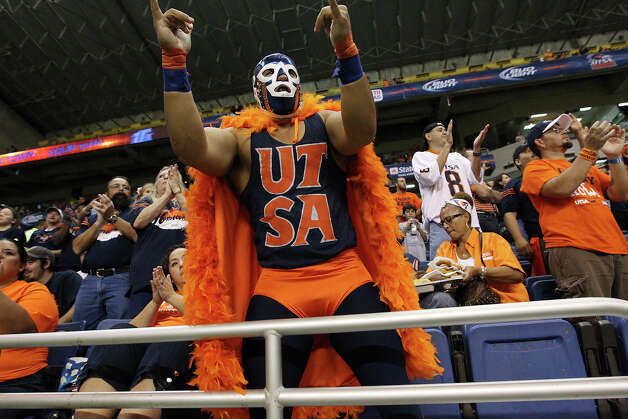 George De Leon, aka The Beak Man, cheers on UTSA against San Jose State at the Alamodome on Saturday, Oct. 20, 2012. Photo: Kin Man Hui, Express-News / © 2012 San Antonio Express-News