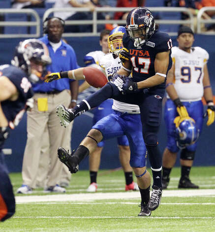 UTSA's Erik Brown (17) nearly picks off a pass against San Jose State's Chris Kearney (20) in the second half at the Alamodome on Saturday, Oct. 20, 2012. Photo: Kin Man Hui, Express-News / © 2012 San Antonio Express-News