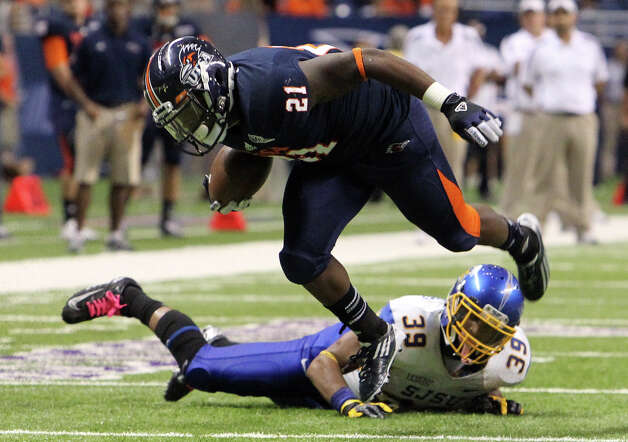 UTSA's Evans Okotcha (21) trips over San Jose State's Cullen Newsome (39) in the second half at the Alamodome on Saturday, Oct. 20, 2012. Photo: Kin Man Hui, Express-News / © 2012 San Antonio Express-News