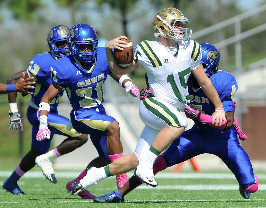 Little Cypress-Mauriceville's Casey Viator runs the ball against Ozen at the Thomas Center on Saturday. Photo taken Saturday, October 20, 2012 Guiseppe Barranco/The Enterprise Photo: Guiseppe Barranco, STAFF PHOTOGRAPHER / The Beaumont Enterprise