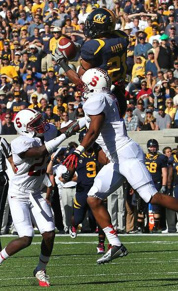 Keenan Allen #21 of California catches a 4th quarter pass from quarterback Zach Maynard that put Cal